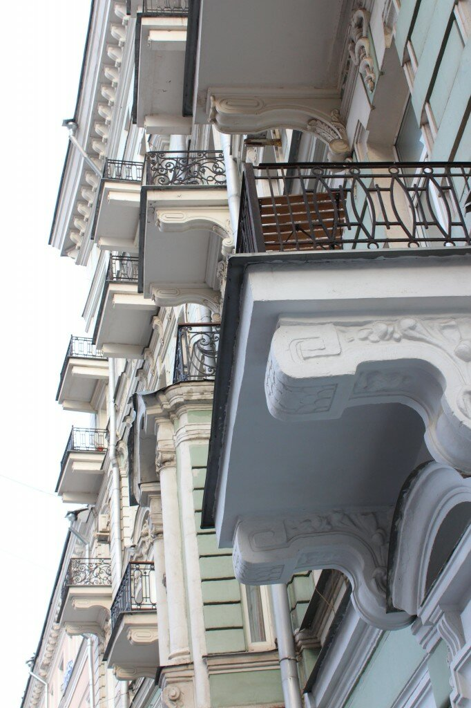 Сюрреализм балконов
