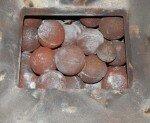 Чугунные ядра в банной печи
